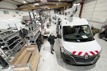 Jean Michel Bouyer avec camion-nacelle